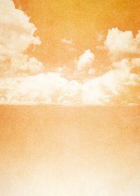 オレンジ加工のかすれた空と雲のA4サイズ背景素材