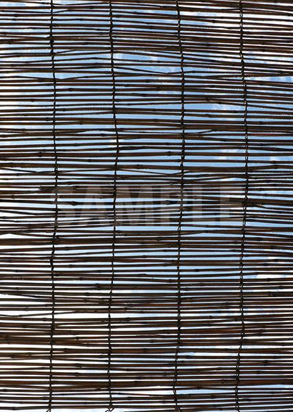簾越しに見る空のA4サイズ背景素材