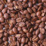コーヒ豆が広がるA4サイズ背景素材