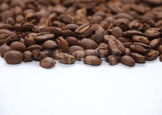 コーヒ豆が上半分に散らばるA4サイズ背景素材