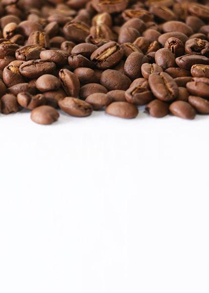 コーヒ豆が上部分に散らばるA4サイズ(縦)背景素材