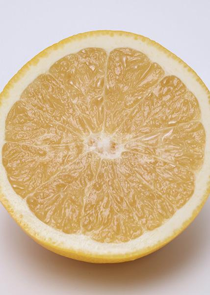グレープフルーツの断面のA4サイズ背景素材