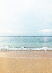 砂浜とさざ波のA4サイズ背景素材