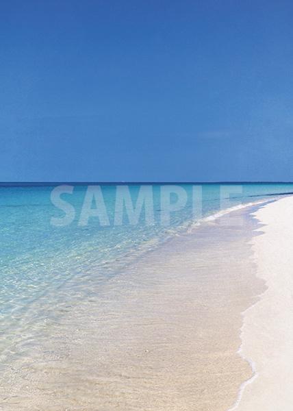 青空と透き通る海のA4サイズ背景素材