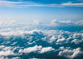 雲を見下ろしたA4サイズ背景素材