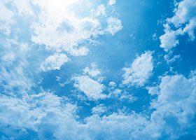 青空と雲のA4サイズ背景素材