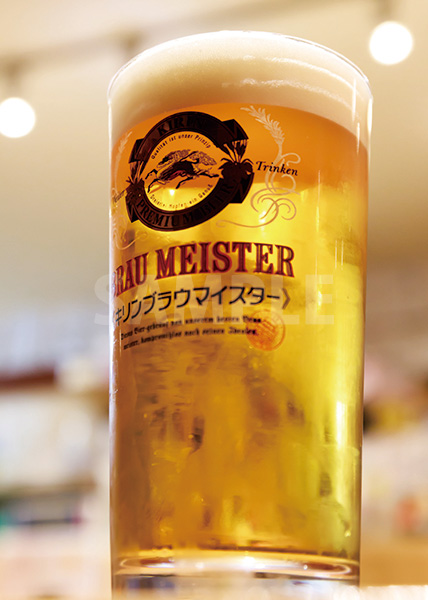 生ビール(ジョッキ)のA4サイズ背景素材