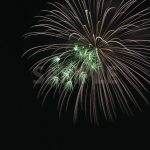 白と緑の打ち上げ花火のA4サイズ背景素材
