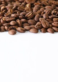 コーヒ豆が上部分に散らばる白背景A4サイズ(縦)素材
