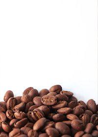 コーヒ豆が下部に散らばるA4サイズ背景素材