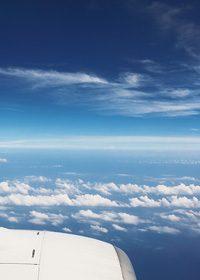 飛行機から見た空と雲のA4サイズ背景素材