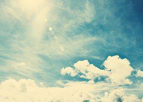 雲がセピアがかった青い空のA4サイズ背景素材
