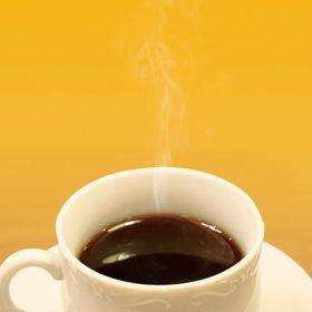 オレンジ色背景の湯気立つコーヒーのA4サイズ背景素材