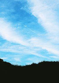青い空と雲のA4サイズ素材